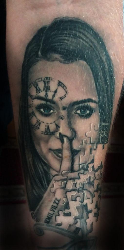 88. Lány portré puzzle realista tetoválás